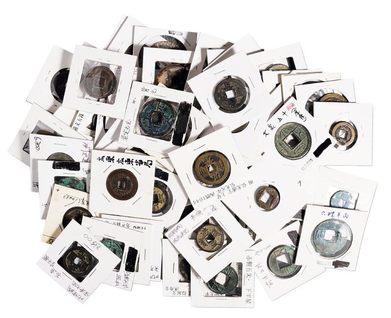 汉代至清代古钱一批共计一百七十九枚,其中四枚参考品,品种繁多,内容丰富,极美品