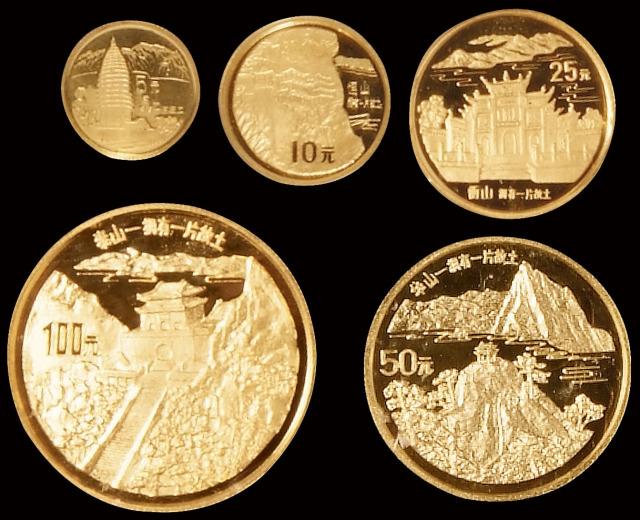 1993年拥有一片故土中国名胜纪念金币五枚全套,精制,面值分别为100元、50元、25元、10元、5元,成色均为99.9%,重量分别为一盎司、1/2盎司、1/4盎司、1/10盎司、1/20盎司,限量发