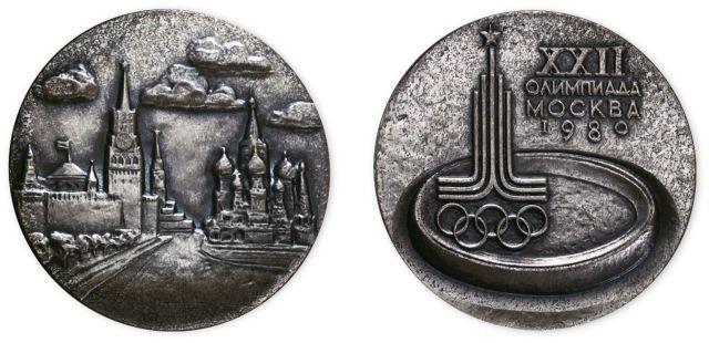 1980年35克莫斯科奥运会纪念银章,原塑封、附证书。直径40mm,成色99.9%,发行量100枚。