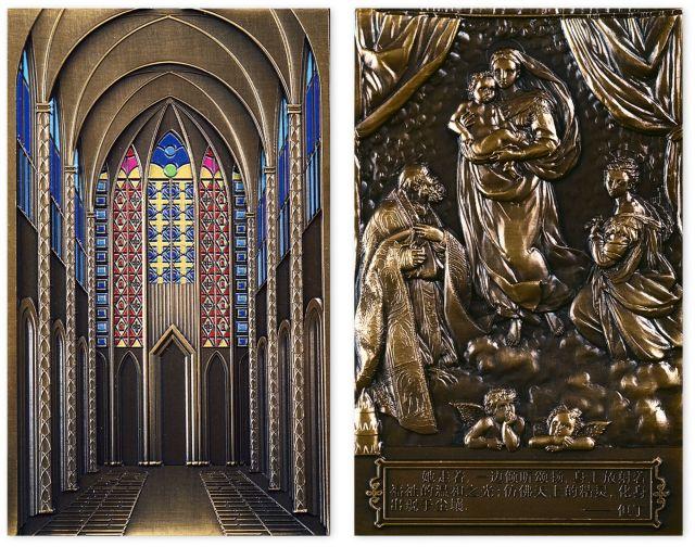 2012年世界名画系列之西斯廷圣母大铜章,原盒装、附证书NO.1028。尺寸120mm*75mm,发行量2000枚。正面是意大利杰出画家拉斐尔作品《西斯廷圣母》,背面是西斯廷教堂内景。上海造币厂铸造。