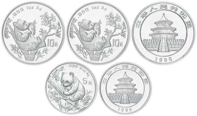 1995年1盎司熊猫银币二枚,带盒。均为面值10元,直径40mm,成色99.9%。                   1995年1/2盎司熊猫银币,带盒。面值5元,直径33mm,成色99.9%。