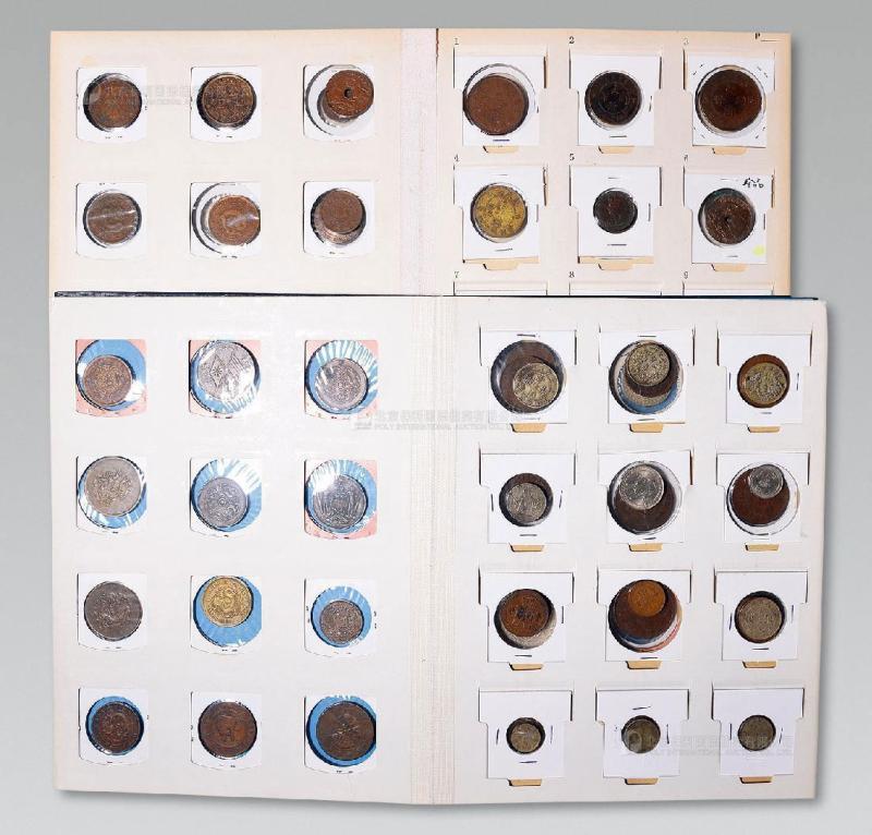 12365   清代、民国古钱、铜板、银元一组两册约140枚