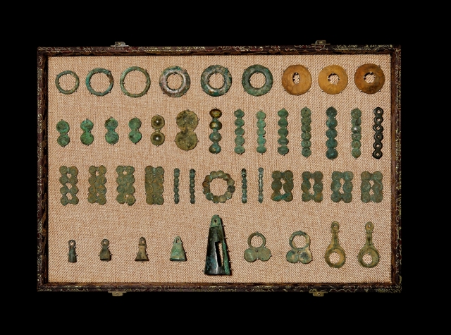 西周–战国铜权、骨权、草原文化连珠贝一组45枚 美品