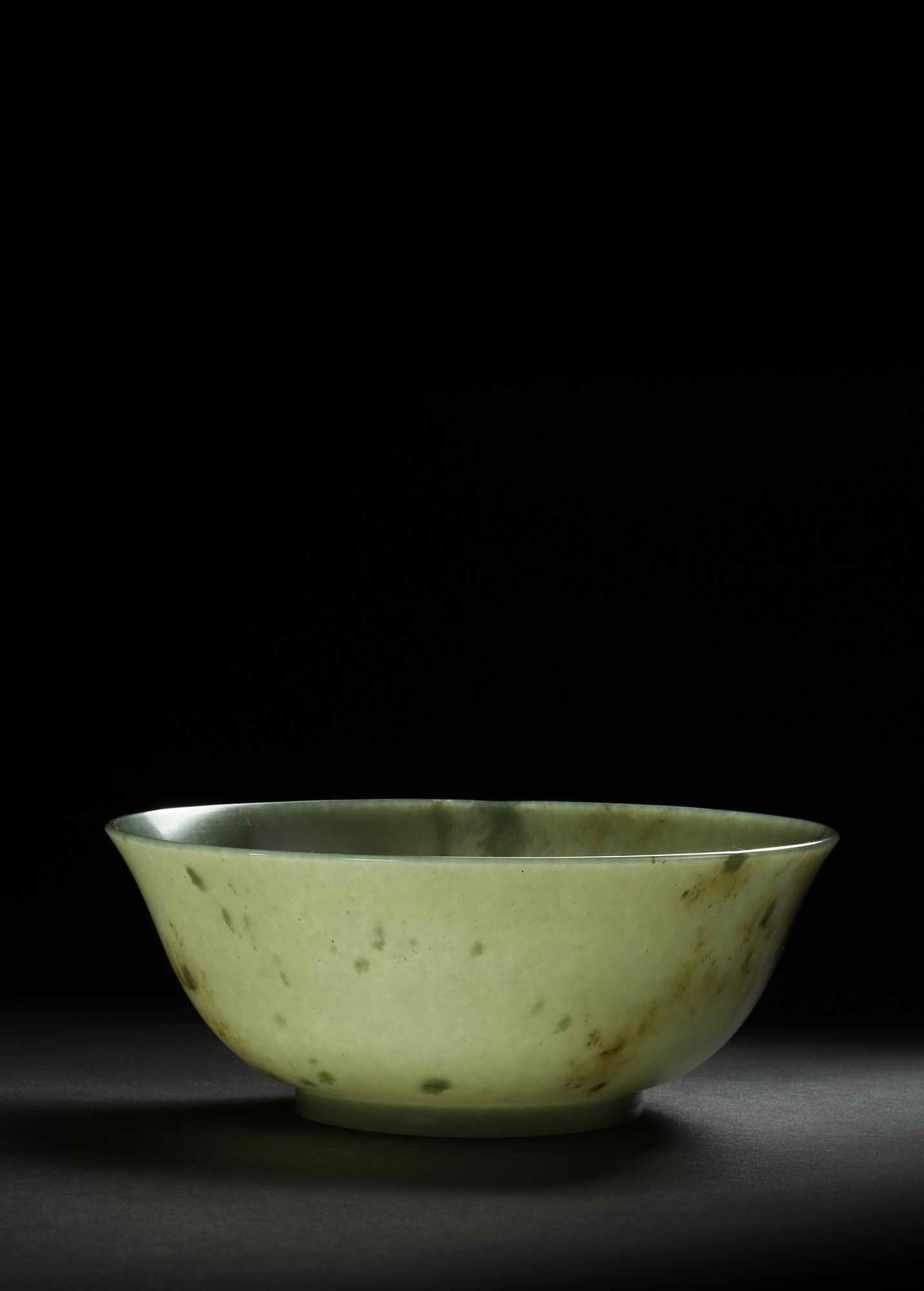 装裱形式:质地:GREENJADEBOWL 清中期青玉碗
