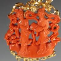 红珊瑚雕刻二仕女胸针