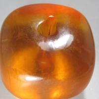 68.7克超级琥珀大珠