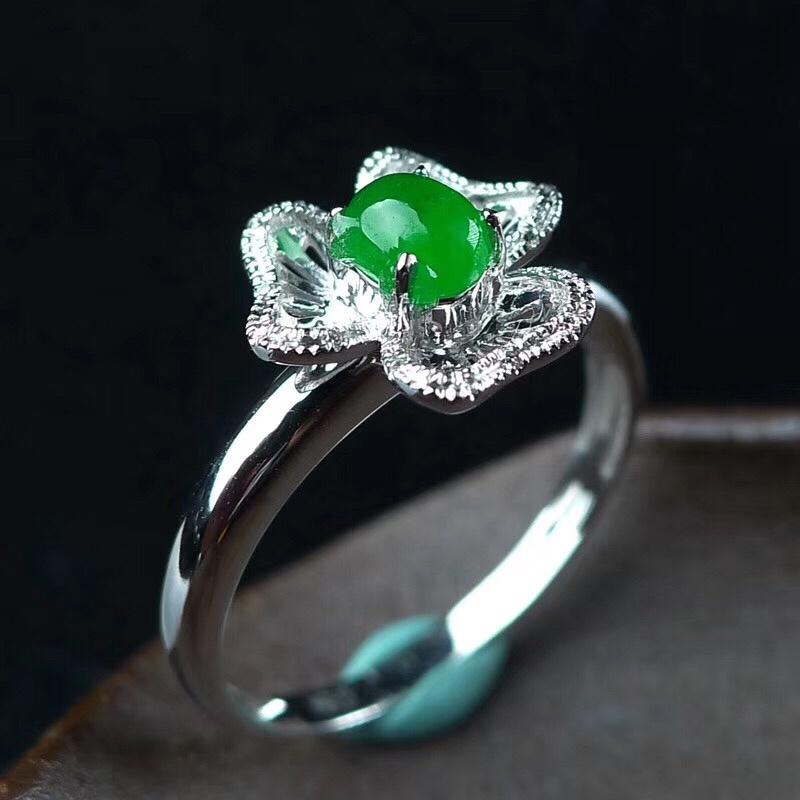 冰润满色阳绿蛋面花形翡翠戒指