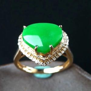 18k金伴钻豪华镶嵌冰润满绿阳绿心形翡翠戒指交易价格