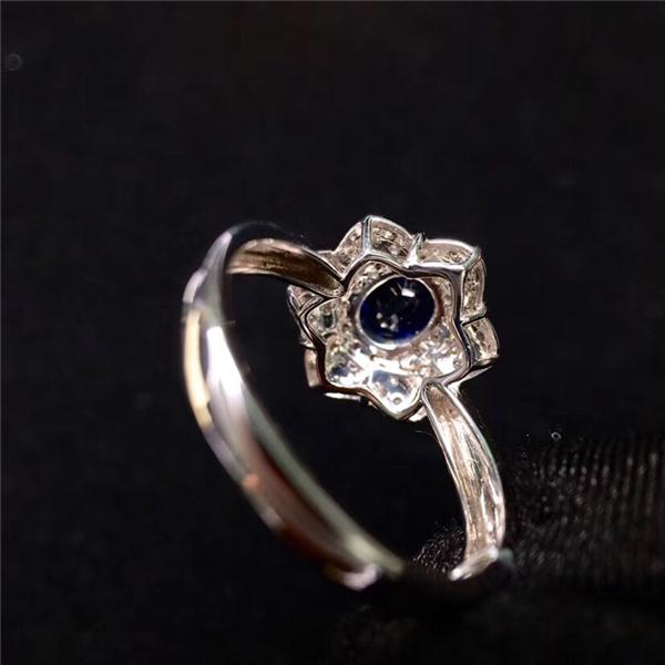 18K金镶蓝宝石戒指