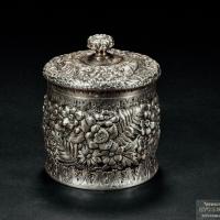 """银质""""蒂凡尼""""制花卉纹茶叶罐"""