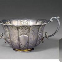 清末民初花卉纹银质十二瓣花形双耳杯