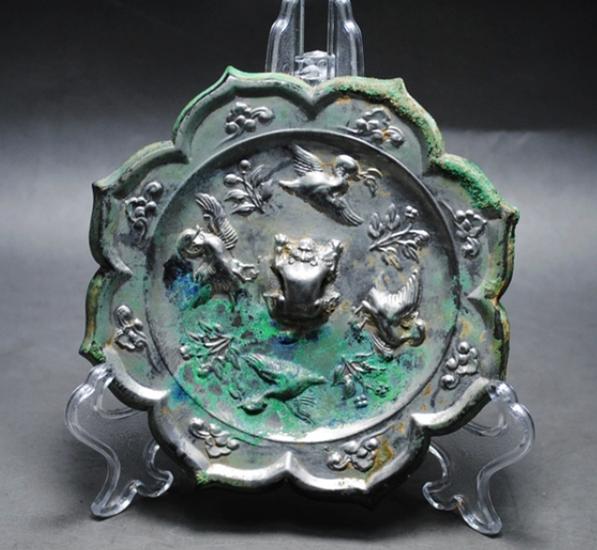 唐代尖八角兽钮四鸟铜镜