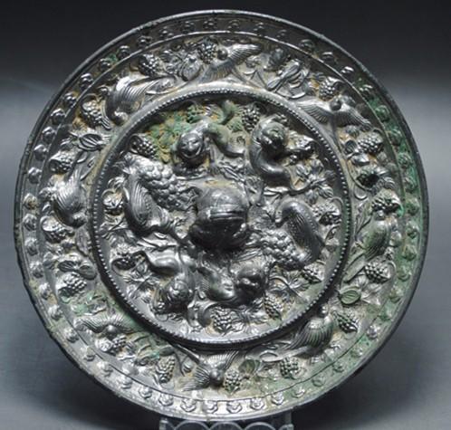 唐代龙钮海兽葡萄镜
