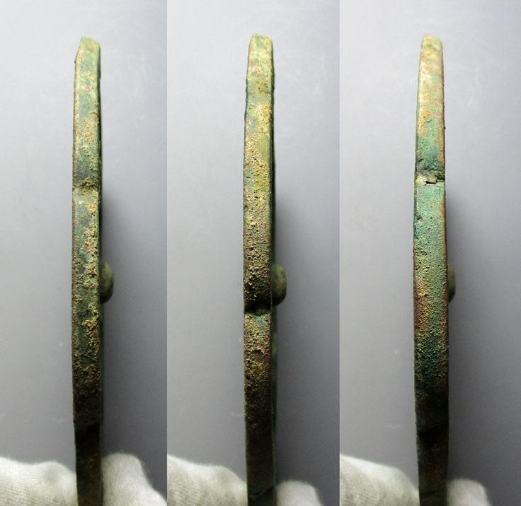 双龙香炉纹葵口铜镜
