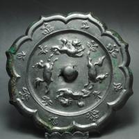 唐双狮双马铜镜