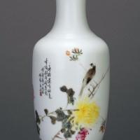 毕伯涛粉彩菊花小鸟瓶