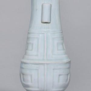 宋湖田窑青白瓷仿古蕉叶纹贯耳瓶