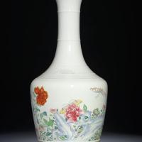 清雍正粉彩洞石花蝶纹盘口瓶