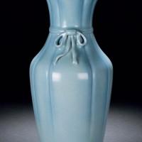 清雍正天蓝釉包袱瓶