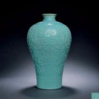 清乾隆官窑松石绿釉雕瓷双凤穿花梅瓶