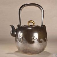 明治时期 山田宗光造 铜包银海浪纹大银壶