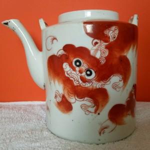 民国红釉狮子茶壶交易价格