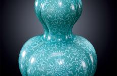 """古玩瓷器拍卖也因""""接地气""""的价格而受到关注"""