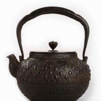 明治时期大国造葡萄纹铁壶