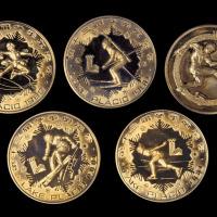 1980年第十三届冬奥会壹圆铜币四枚全套;另1982年世界杯足球赛壹圆铜币一枚