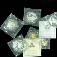 1994年婴戏图1/4盎司金币二枚、面值25元、1盎司银币四枚