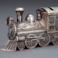 满洲铁路火车头型储蓄罐一个