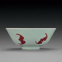 清雍正 青釉釉里红五蝠纹碗