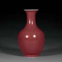 清道光 霁红釉撇口瓶