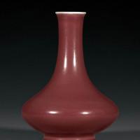 清乾隆 霁红釉撇口荸荠瓶