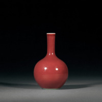 清乾隆 霁红釉直颈瓶