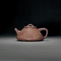 清道光 瞿子冶制兰花图石瓢式紫砂壶