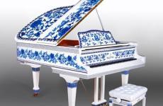 """""""青花瓷钢琴""""亮相沈阳标价高达46.9万元"""