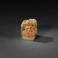 清早期 昌化石雕苍龙教子钮方章