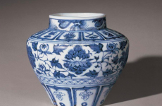 清乾隆年制瓷器在英国拍卖