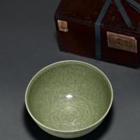 明早期 龙泉窑青釉刻花四季花卉纹碗