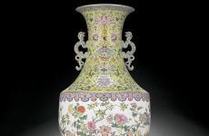 英国一家庭用乾隆花瓶插伞50年