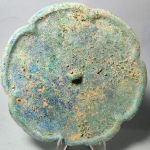 宋代极美蓝绿锈葵花铜镜交易价格