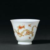 清雍正 矾红描金龙纹杯