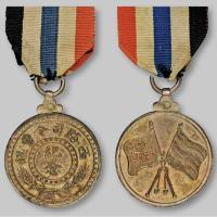 民国西路司令曹锟纪念双旗图银章