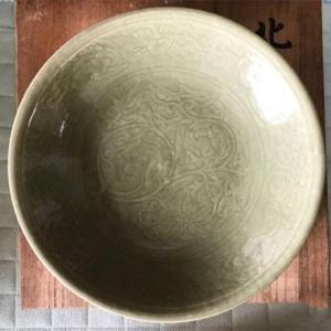 民国晚期建国初期青瓷刻花盘