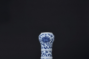 青花人物故事蒜头瓶的收藏价值是多少