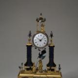 十八世纪铜镀金孔雀开屏人打钟