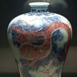 清雍正青花釉里红海水龙纹梅瓶