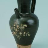唐黄堡窑黑釉剔刻花填白花卉纹壶欣赏