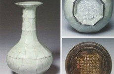 南宋官窑青釉八方弦纹盘口瓶拍出一亿港元